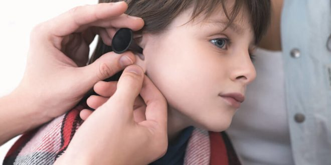 orecchio bionico bimbo sette anni, sassari
